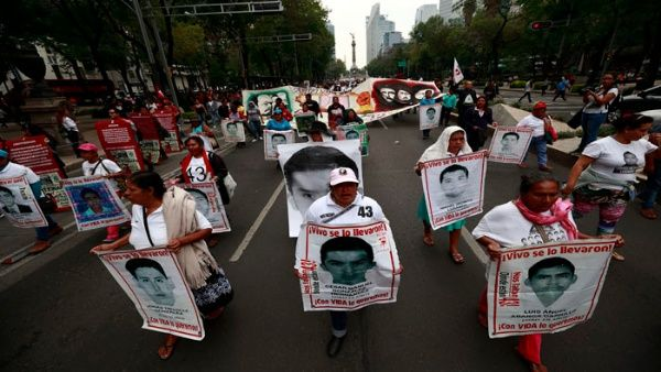 Los familiares de los estudiantes desaparecidos han denunciado reiteradamente que durante el Gobierno de Peña Nieto hubo inconsistencias en la investigación.