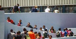 Los solicitantes de asilo, hasta hace poco, podían esperar en libertad dentro de EE.UU. que llegara su audiencia en una corte de inmigración.