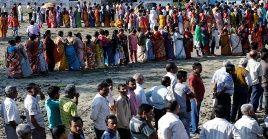 Para los megacomicios del populoso país surasiático se despliegan casi un millón de puestos de votación.