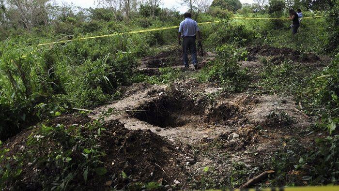 Encuentran 45 cuerpos en fosas clandestinas de México