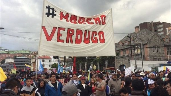 La policía ecuatoriana reprimió con gases lacrimógenos la manifestación realizada en Quito en contra del presidente del país latino.