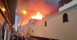 En el lugar del incendio trabajan 50 unidades, 200 bomberos y 350 policías.