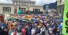 En el centro de Bogotá, la manifestación estuvo encabezada por la Central Unitaria de trabajadores de Colombia (CUT) y la Federación Colombiana de Trabajadores de la Educación (FECODE).
