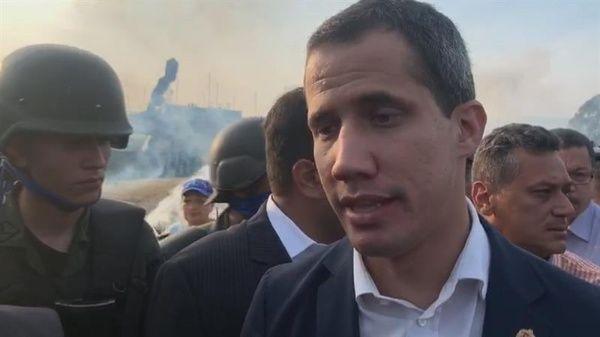 El diputado Guaidó, aliado del gobierno estadounidense, promovió un golpe de Estado este martes.