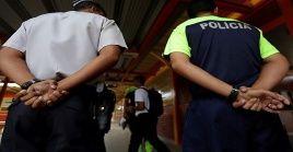 La presencia de policías en las escuelas representa un peligro para los alumnos.