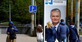 Los lituanos escogen entre nueve candidatos al nuevo presidente del país.