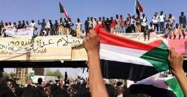Al exmandatario Omar al Bashir se le imputan cargos por crímenes contra la humanidad, de guerra y genocidio en relación con el conflicto en la occidental región de Darfur.