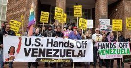 En su mensaje, el colectivo aclara que no estáafiliadoa ningún Gobierno, y confirmó que se encuentradentro de la embajada legalmente sin violar ninguna ley.