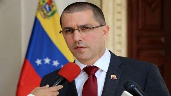 El canciller recordó que los activistas estaban dentro de la embajada con autorización del Gobierno venezolano, por lo tanto su desalojo es ilegal.
