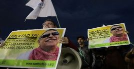 Simpatizantes de Santrich demandan su liberación inmediata.