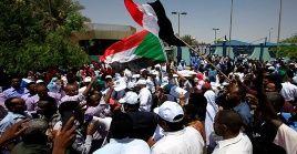A pesar del llamado a elecciones, las manifestaciones en Sudán no cesan pidiendo la conformación de un gobierno de transición sin la presencia de militares.