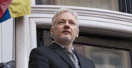 El 1 de mayo, el tribunal londinense de Southwark sentenció a 50 semanas de prisión a Assange por burlar las condiciones de su libertad en junio de 2012.