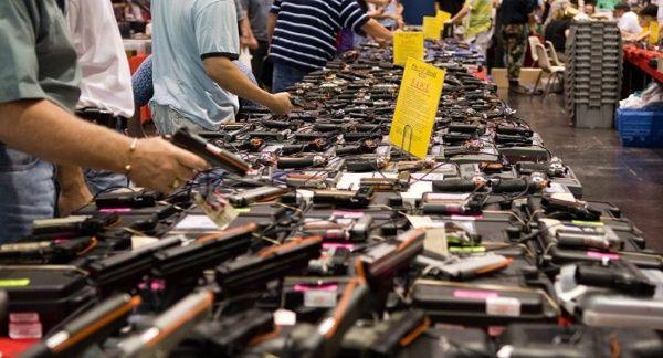 Ao contrário do que se poderia pensar, o drama de múltiplos assassinatos nos EUA  eles não podem parar o desejo dos cidadãos de adquirir uma arma.