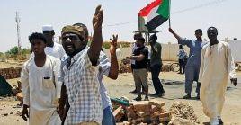 Otros manifestantes resultaronheridos con armas blancas y de fuego por organismos dirigidos por laJunta Militar.
