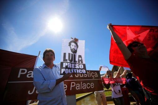 Ante las pruebas, la defensa del exmandatario brasileño declaró que es evidente que el proceso en su contra es corrupto por lo que se exigió su libertad inmediata.