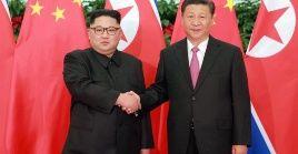 El presidente chino viajó acompañado de su esposa y de su ministro de Relaciones Exteriores, Wang Yi, y otros altos funcionarios.