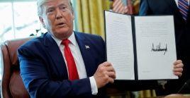 Trump anuncia nuevas sanciones contra Irán en la Oficina Oval de la Casa Blanca en Washington.