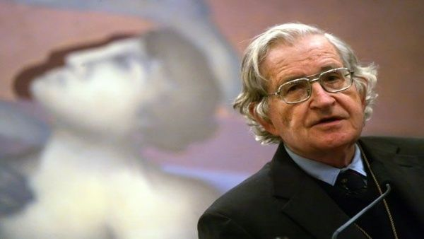 Noam Chomsky sostiene que Lula es un caso extremo de prisión política.