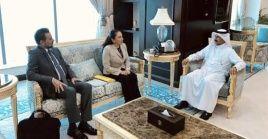 La ministra de Salud, Sonia Castro, se reunió con el secretario general de la Cancillería y vicecanciller catarí durante su visita oficial.