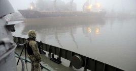 Ucrania detuvo este jueves una embarcación petrolera rusa en el estrecho de Kerch.