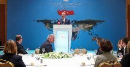 """El canciller turco enfatizó que las sanciones impuestas por EE.UU. contra Irán """"están perjudicando a toda la región del Oriente Medio""""."""