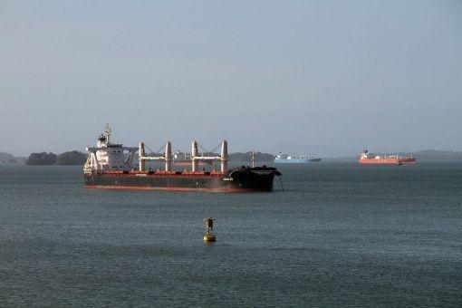 Barco denunciado por Venezuela pasó canal de Panamá