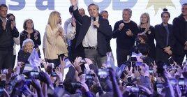 Fernández buscará ratificar el resultado de este domingo en los comicios generales de octubre.