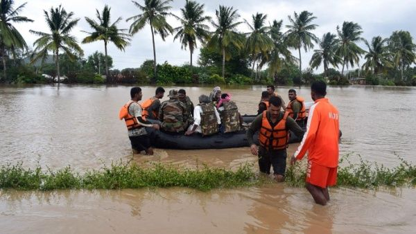 Aumentó a 244 cifra de muertos por las lluvias monzónicas en India.