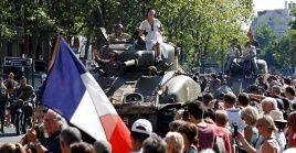 Los franceses se vistieron con ropas de la época para recordar la victoria de París sobre el yugo nazi.