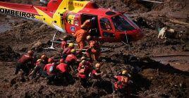 Los bomberos mantienen 150 agentes en el territorio para encontrar los cuerpos de los 22 obreros desaparecidos.