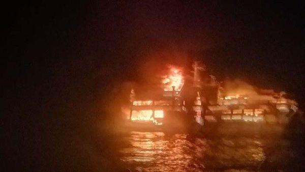 Las autoridades no han informado sobre la cantidad de víctimas fatales del incendio del ferry.