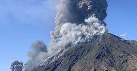 El volcán de la isla de Estrómboli es uno de los más activos en el país debido a sus erupciones regulares de baja escala.
