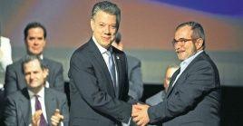 El apretón de manos que selló el Acuerdo de Paz, fue un álito de esperanza que Colombia no debe dejar escapar.