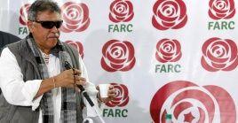 Jesús Santrich, uno de los exlíderes de las FARC que se rearmaron, aparece en esta foto de archivo en una rueda de prensa en 2017.