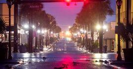 Las calles en Daytona Beach, Florida, están vacías debido a la orden de evacuación por el huracán Dorian.