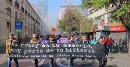 La marcha conmemoró los 46 años del golpe de Estado contra Salvador Allende y homenajeó a los desaparecidos y víctimas de la dictadura.