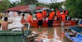 Centenares de personas han sido llevadas a albergues tras las inundaciones registradas en Tailandia.