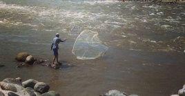 De acuerdo a información de las autoridades locales, el asesinato de los pescadores se le atribuiría a un grupo armado.