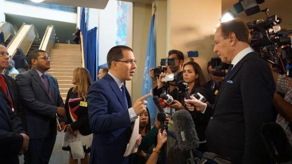 El diplomático reiteró que Duque busca confundir a la opinión pública de sus problemas con noticias falsas sobre Venezuela.e
