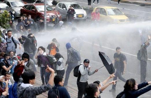 Esta manifestación hace parte de una serie de protestas que se han registrado al interior de la Universidad Distrital durante los últimos días por casos de corrupción de funcionarios universitarios.