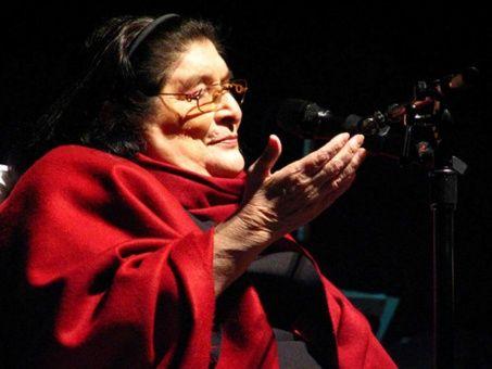 Mercedes Sosa se convirtió en la voz de un país silenciado durante la dictadura en Argentina.