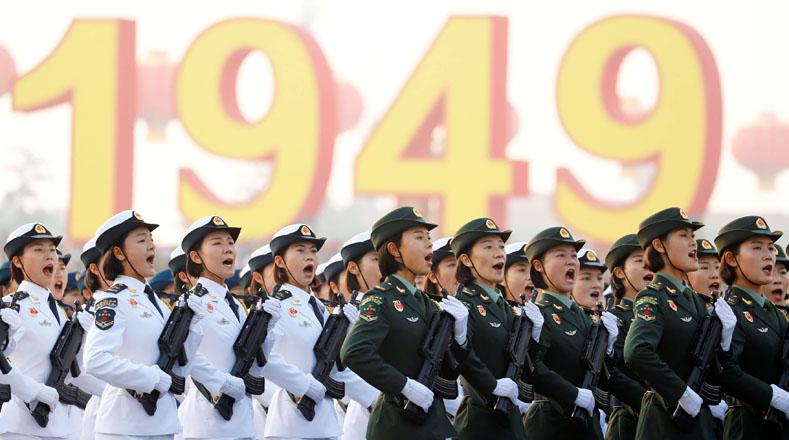 Tras 2000 años de dinastías imperiales, la nueva China se abrió paso en el mundo al enfrentar levantamientos y ocupaciones de otros países hasta encontrar al líder que demostró la fortaleza de esa nación.