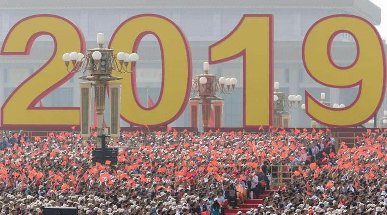 Después de siete décadas, la celebración se realiza por todo lo alto en la nación asiática con más de mil personas participando en las actividades, así como más de 160 aeronaves y 740 vehículos militares.