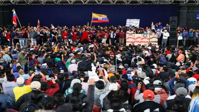 Movimientos indígenas denuncian fuerte represión contra protestas en Ecuador