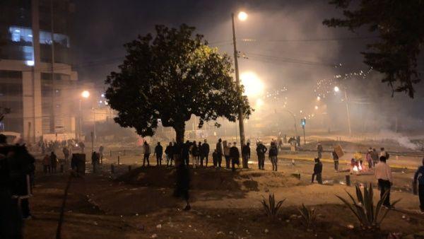 """La policía antidisturbios ecuatoriana mantenía esta noche la represión contra los opositores al """"paquetazo"""" económico del Gobierno."""