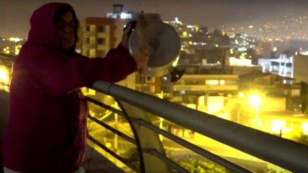 """Ecuatorianos realizan """"cacerolazo"""" para desafiar toque de queda ..."""