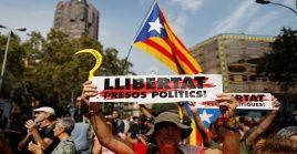 Catalanes se movilizan en apoyo a los políticos detenidos por el Estado español.