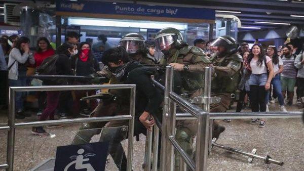 Resultado de imagen para chile metro represion