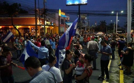 Los hondureños exigen la salida de su presidente, al que califican de narco y corrupto.