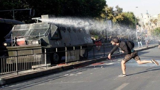 Los chilenos han tomado las calles para protestar contra la medida del presidente del país.